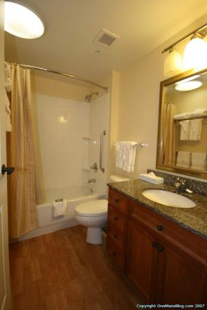 TownePlace Suites Springfield: Bathroom