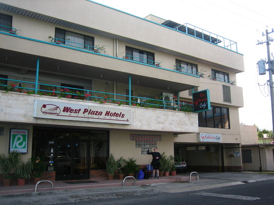 West Plaza by the Sea: Front of Hotel