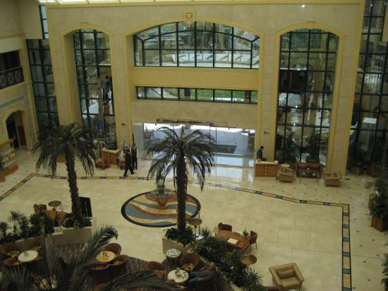 Al Ain Rotana Hotel: Lobby2