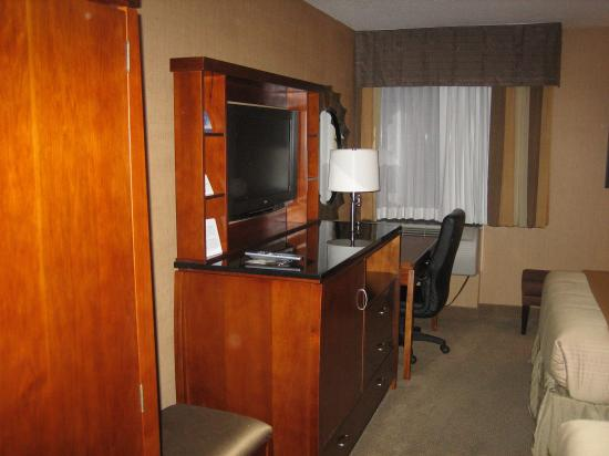 Holiday Inn Express Fairfax-Arlington Boulevard: Great TV