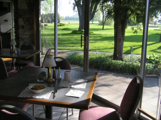 The Lodge at Leathem Smith : Breakfast view 