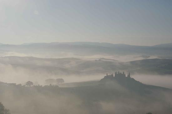 San Quirico d'Orcia, Italy: EARLY MORNING VIEW FROM HOTEL