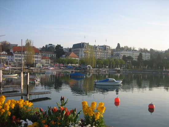Lausanne, Sveits: [Walking along with Leman lake]