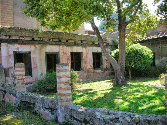 Pompeii, Italy: Roman House and Courtyard - Herculaneam