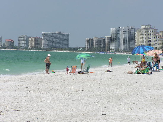 Marco Island, FL: south marco beach looking north