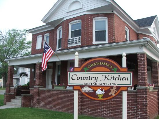 Paw Paw, WV: Grandma's Country Kitchen & Inn
