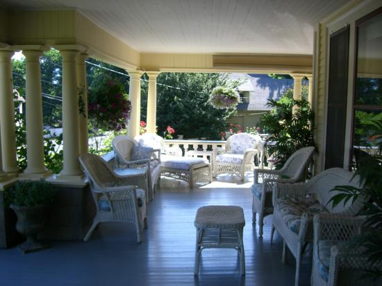 Inn at the Gorge: the veranda