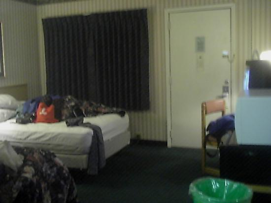 Days Inn Queensbury/Glens Falls: room 214.