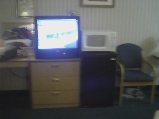Days Inn Queensbury/Glens Falls: tv, microwave,fridge