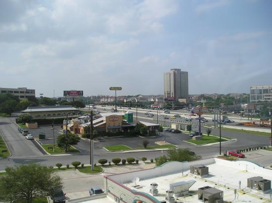 Drury Inn & Suites San Antonio Northwest Medical Center: View from our room 625