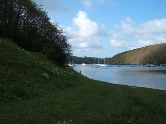 Falmouth, UK: A short walk from the hotel takes you down to the shoreline