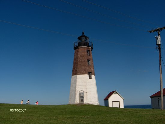 Narragansett, RI : Point Judith Lighthouse- minutes from motel 
