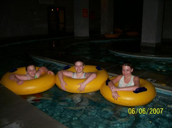 Park Tower Inn: Relaxing in the lazy river!