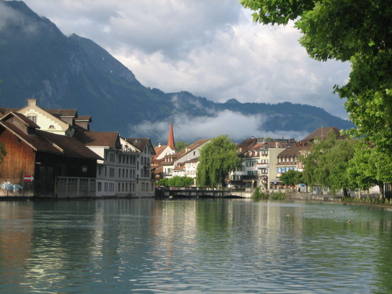 Interlaken, Suiza: the beautiful river