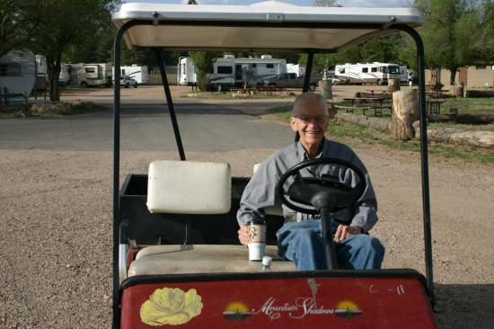 Grand Canyon Camper Village: Bob in his cart