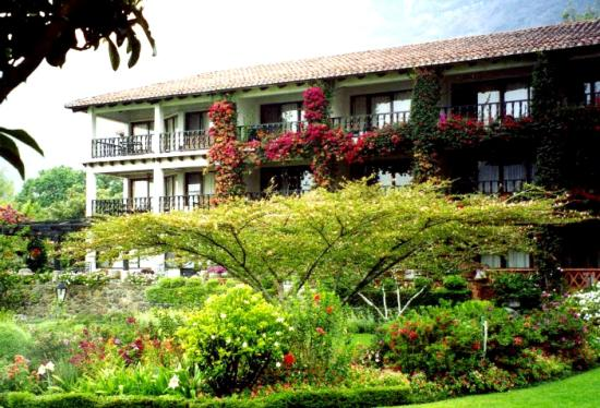 Hotel Atitlan: In the Hotel's Park