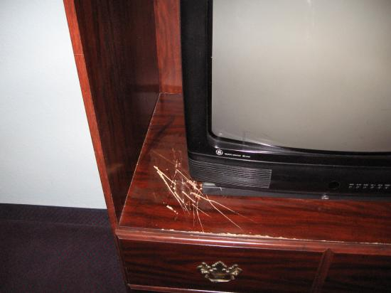Travelodge San Antonio ATT Center / I-10 E: Scratches in furniture.