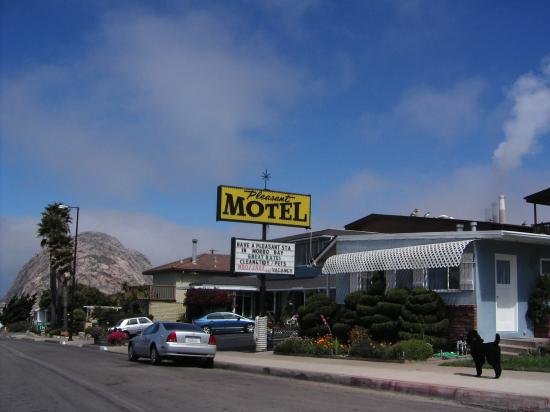 Pleasant Inn Motel: Pleasant Inn with Morro Rock