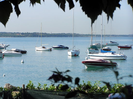 Bardolino, Italy: The view with your breakfast!