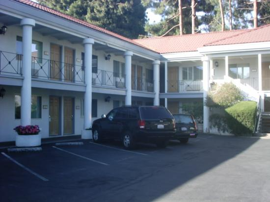 Menlo Park Inn: Another view of the hotel