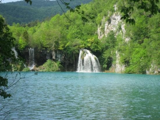 Hotel Jezero: The Plitvice Lakes from shore