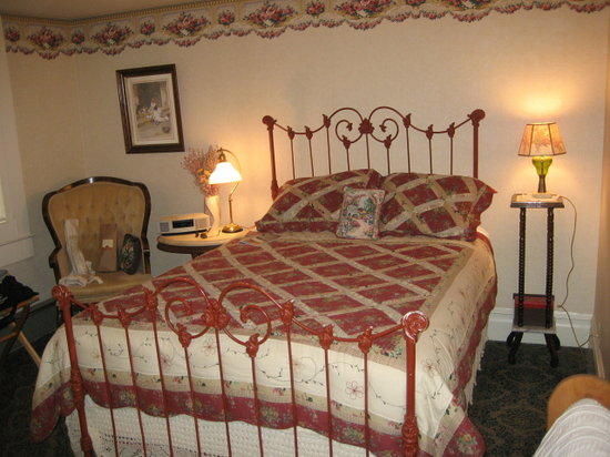The Raford Inn Bed and Breakfast: The Lavender Room