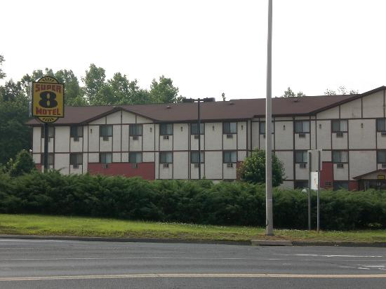 Super 8 Cromwell / Middletown: The exterior of the building