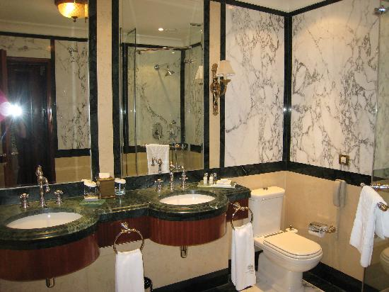 Nice sized marble bathroom picture of hotel grande for Nice hotel design