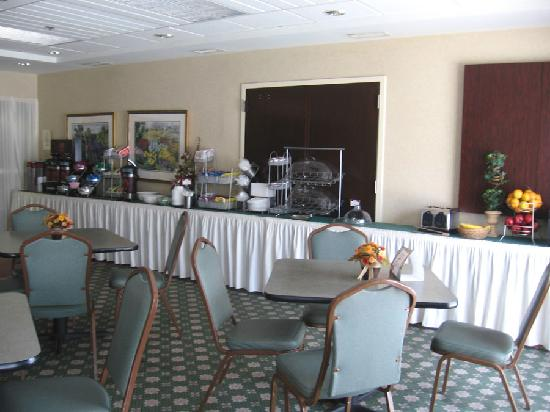 Comfort Suites Martinsburg: Breakfast Area