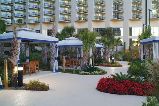 Hilton Myrtle Beach Resort: picture of the pool side cabanas