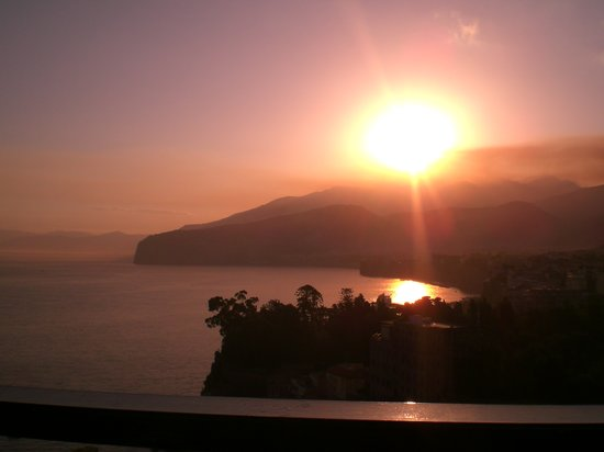 Sorrento, Italia: Sunrise over the Bay