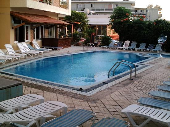 Captains Hotel : The Pool 