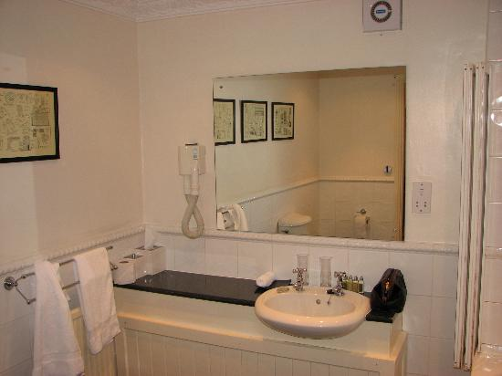 Feversham Arms Hotel & Verbena Spa: The Bathroom
