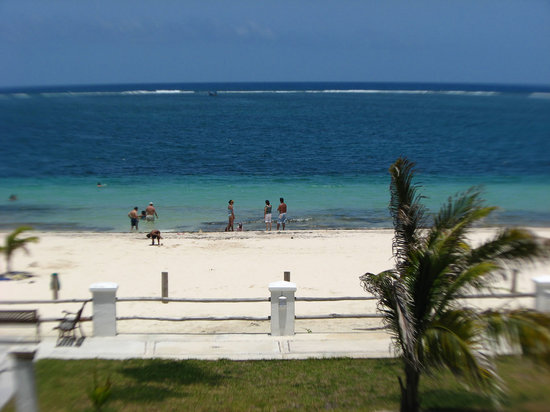 Puerto Morelos, : Crowded Pto. Morelos beach in front