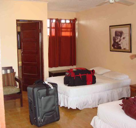 Hotel Mopan: Inside of typical room