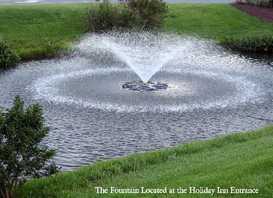 Holiday Inn Express Rehoboth Beach: Fountain By The Entrance