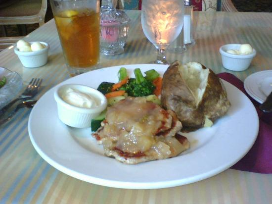 Clarion Hotel Mansion Inn: Pork Loin Early Bird Special-mmm