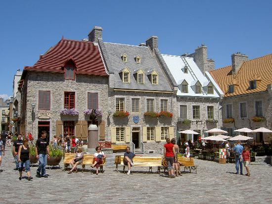 Le Saint-Pierre Auberge: A scene from Quebec City