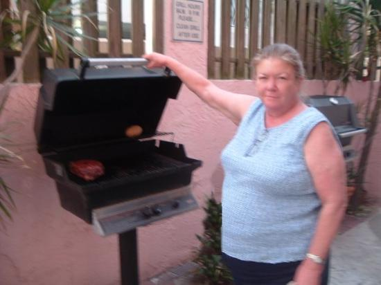 Trade Winds Motel: my sister and the fantastic gas grill
