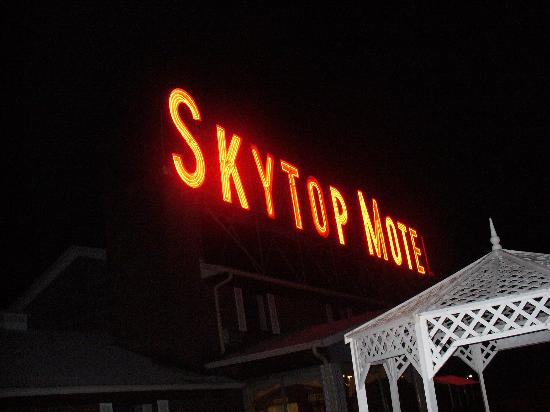 Rodeway Inn: Skytop by Night!!
