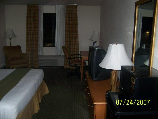 Holiday inn Express Hotel & Suites: big rooms
