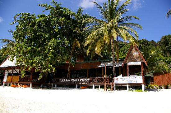 Perhentian Tuna Bay Island Resort: Tuna Bay&#39;s restaurant overlooking the sea