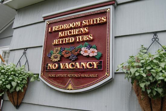 Paradise Suites & Rentals: Sign at Weiss Paradise Suites