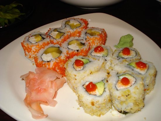 Spicy tuna on rice cakes picture of the blue fish for Blue fish sushi