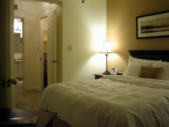 Oakwood Crystal City: Bedroom