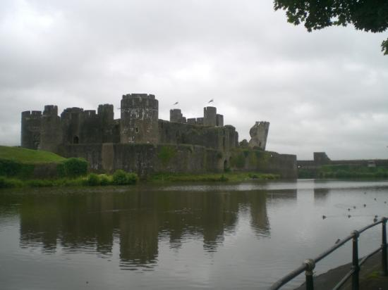 Premier Inn Caerphilly - Corbetts Lane: Caerphilly Castle