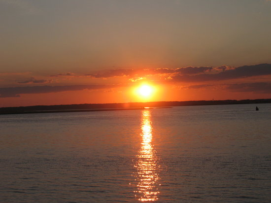 Chincoteague Island, VA: Sunset from Inlet View Campground