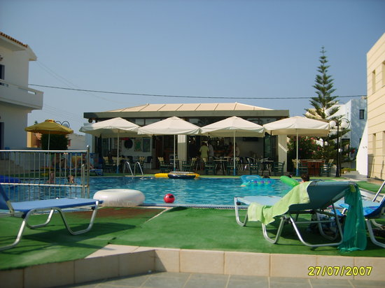 Artemis Apartments: Pool side photo