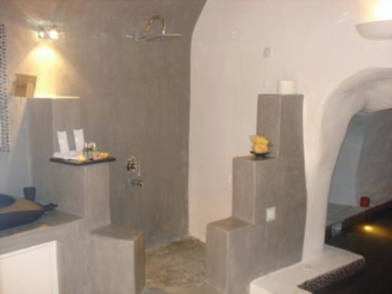 Andronis Luxury Suites: Shower