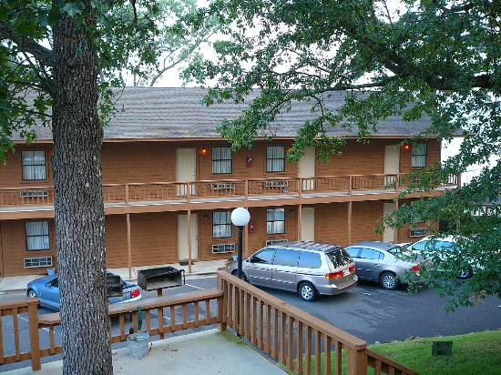Country Inn Lake Resort: More rooms (not facing busy Airport Rd)